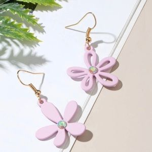 3/$30 💛 Flower Charm Earrings